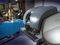 Premiera: Un robot a operat trei romani de pietre la rinichi