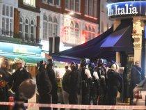 Un barbat a fost retinut dupa ce a tinut o femeie ostatica intr-un restaurant din Londra