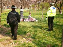 Românii, la plimbare în parcuri și la grătar. Raed Arafat: Virusul nu se vede!