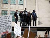 Mii de oameni protestează în Marea Britanie împotriva rasismului