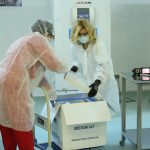 O nouă tranşă de peste 345.000 de doze de vaccin Pfizer BioNTech soseşte mâine în țară