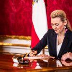 Ministrul austriac al muncii, familiei şi tineretului, Christine Aschbacher, demisioneză după acuzații de plagiat