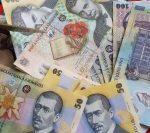 DEȘTEPTAREA: Într-o comună din Iași, zeci de localnici pretind că au pierdut o sumă de bani găsită în centrul comunei