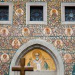 """Arhiepiscopia Argeşului şi Muscelului recomandă """"asistenţă la botez"""""""