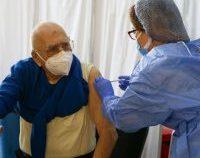 Scriitorul Dinu Săraru s-a vaccinat împotriva Covid-19 | FOTO