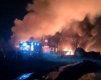 Prahova: Pompierii investighează cauzele incendiului de la stația de prelucrare a țițeiului