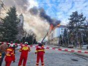 Incendiul de la Prefectura Suceava nu a fost încă stins   AUDIO