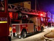 Bistriţa-Năsăud: Un incendiu violent forțează evacuarea unui bloc din Rodna | VIDEO