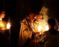Pregătiri pentru Paștele catolic. Cei care participă la slujbe vor putea circula până la ora 02.00 | AUDIO