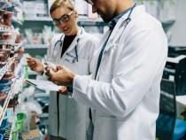 Testarea rapidă în farmacii pentru depistarea infecției cu SARS-CoV-2, aprobată de Guvern
