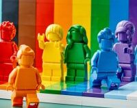 Set Lego în culorile curcubeului, pentru a celebra comunitatea LGBT+ şi diversitatea