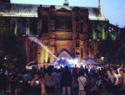 """""""Sărbătoarea muzicii"""" cu Jean-Michel Jarre a readus petrecerile pe străzile din Paris"""