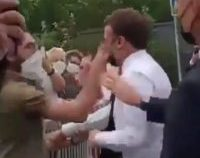 Emmanuel Macron, pălmuit de un bărbat în timpul unei vizite în sudul Franței  | VIDEO