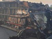 Arad: Un mort și 16 răniți după coliziunea dintre un microbuz și un TIR | AUDIO