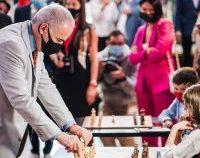 Garri Kasparov spune că își dorește ca șahul să crească în popularitate în România