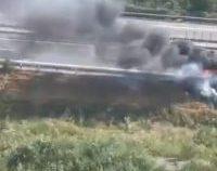 Trafic blocat pe Autostrada Soarelui. O maşină a luat foc