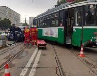 Iași: Un tramvai a sărit de pe șine după ce a acroșat un autoturism  | VIDEO