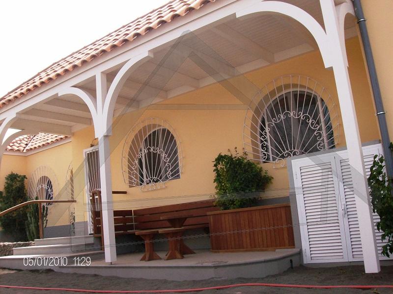 Terrazzo, pergola e mobili da giardino, ringhiera - AtiWood