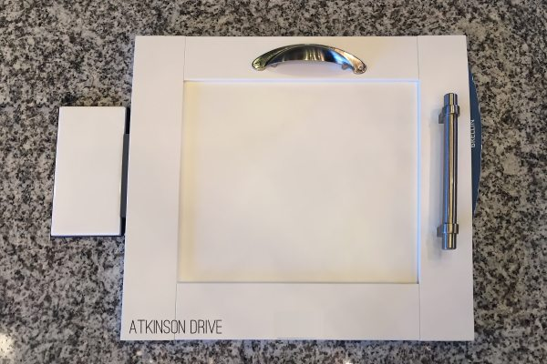 There are so many choices to consider when selecting new home design options, so we want to share a few of our favorite finishes for a transitional / modern home! /// Atkinson Drive