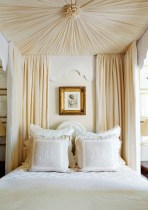 2) This Phoebe Howard-designed bedroom looks as if it's floating on a cloud.