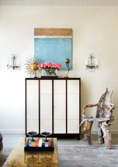 28) The reception area in Suzanne Kasler's office is a melting pot of furniture styles and periods.