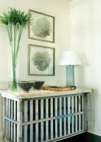 The base of this console table is reminiscent of the fencing often used to protect precious sand dunes.