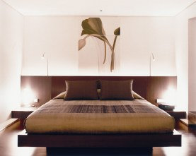Guest rooms at the Metropolitan Bangkok are decidedly modern, yet retain the essence of Thai style.