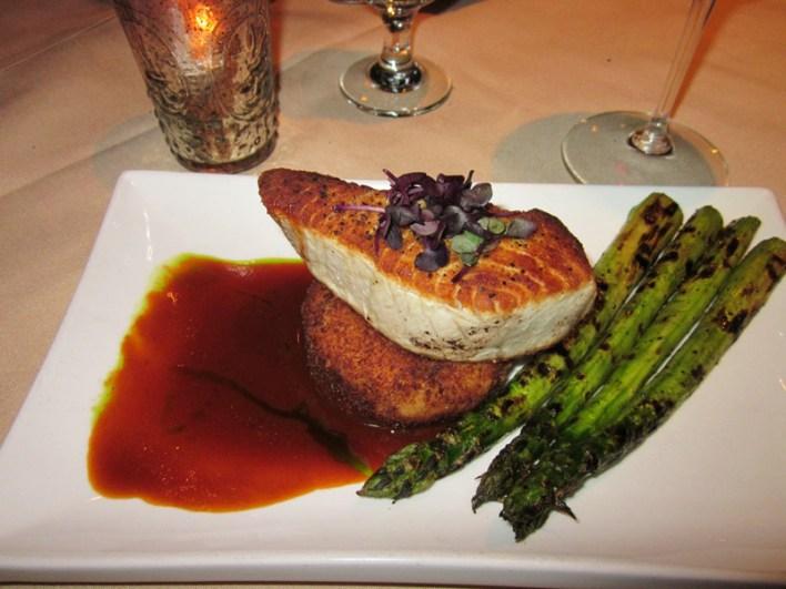 Restaurant Paradis offers fresh, seasonal fare, gulf seafood, steaks and fine wines.