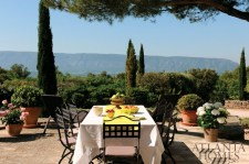 """The pair""""s cultural immersion trips in Provence, France, include dining amid stunning views and touring nearby cities."""