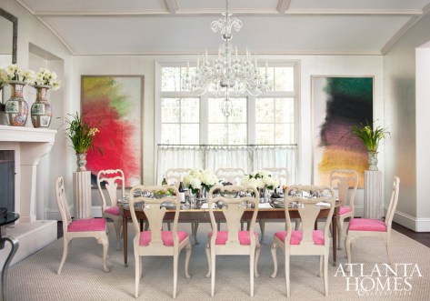 Designer John Oetgen imbued the dining room with a sense of occasion.