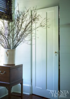 Original raised-panel doors offer verticality throughout the house, while a period sugar chest is the perfect perch for spring blossoms.