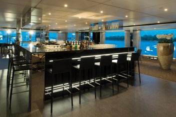 Horizon Bar in the lounge