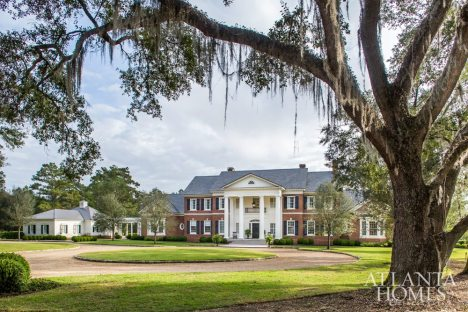 Live oaks gracefully frame Brannville Plantation, a home designed by architect Brandon Ingram of C. Brandon Ingram Design and built by Joe Noah of Noah & Associates. A circular driveway allows guests to be dropped off at the front portico as rocking chairs beckon.