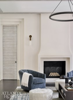 While the home undoubtedly resonates with a modern coastal feel, Watford encouraged an appropriately moodier palette in more intimate spaces.
