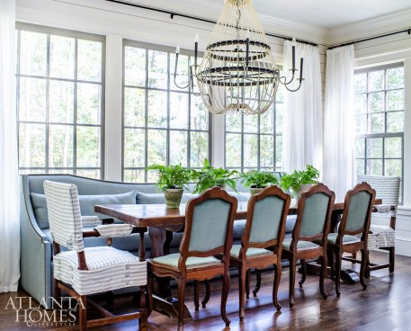 Designed to accommodate large groups, the breakfast room features a mix of seating options. The antique walnut table is from Belgium and the light fixture is by Noir.