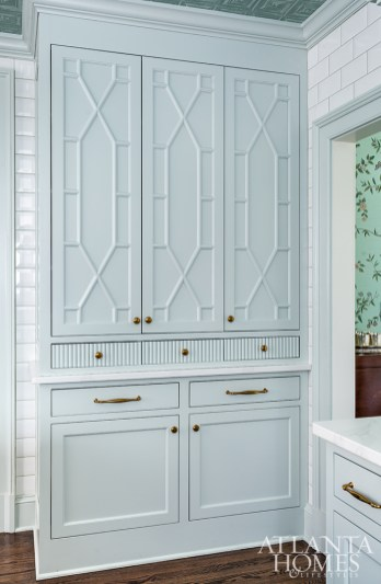 Mathison Glenn color-matched the grout to the cabinetry for a soft finish.