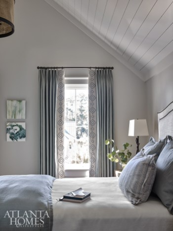 Taking advantage of the guest room's vaulted ceilings, Wilkins placed a pendant light from Lowcountry Originals in the center of the room to add a sense of coziness
