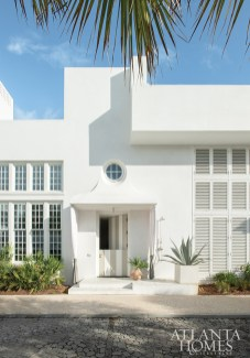 Used when returning from the beach, the rear entrance has a Dutch door painted in stripes. The square concrete planter is by Jon Perry from Medusa Stone.