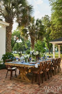 outdoor dining entertainment patio