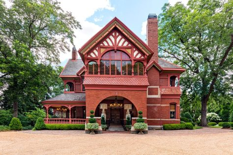 A recent renovation of Ivy Hall by SCAD has restored The Edward Peters House to its original architectural splendor, including rejuvenation of the surrounding gardens and trees.