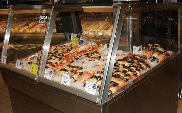 Iced Stone Crab Merchandiser with Column Notch - Custom Mobile Display - Atlantic Food Bars 3