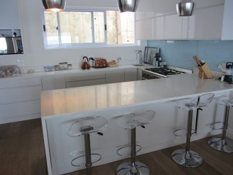 Moses Apartment 3 Bedroom Luxury Holiday Accommodation apartment house rental Atlantic Letting Cape Town photo Clifton kitchen