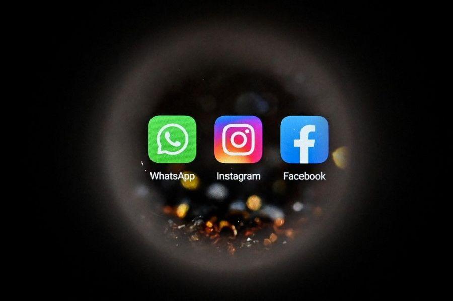 Cette photo prise à Moscou le 5 octobre 2021 montre les logos de Facebook, de WhatsApp et d'Instagram sur un écran de smartphone.