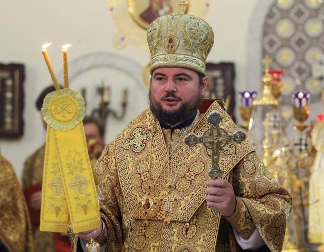 Ukrainian Orthodox church metropolitan Oleksandr conducts a Sunday service at the Preobrazhensky Cathedral in Kiev