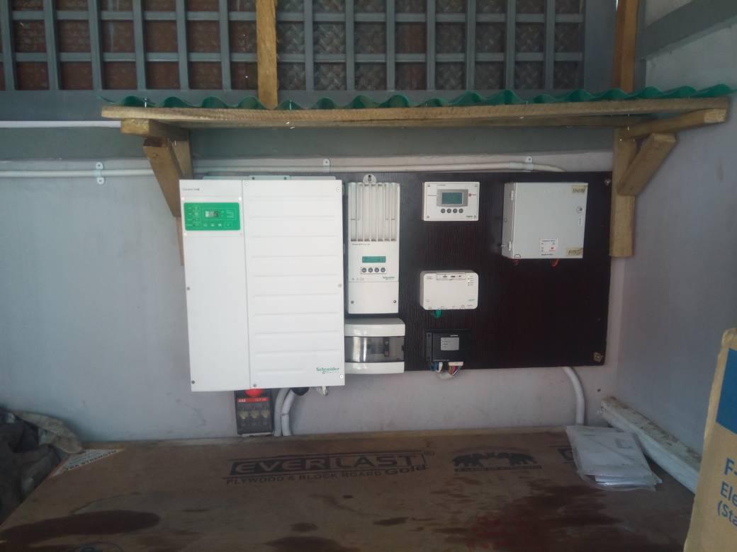 Schneider Electric Conext XW+ 8548