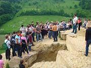 Abb. 10 Auch im Jahr 2009 lockten die bosnischen Pyramiden wieder zig tausende von Touristen aus aller Welt an.