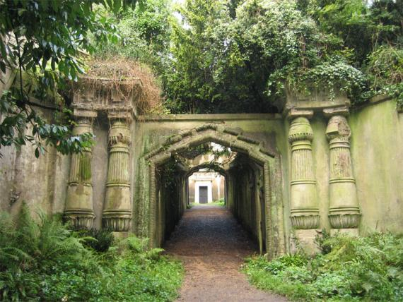 https://i1.wp.com/atlas-dev.s3.amazonaws.com/uploads/assets/highgate-cemetery_4094_large_slideshow.jpg