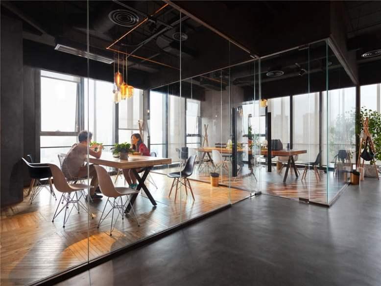 LEO-headquarters-in-Shanghai-glass-walls