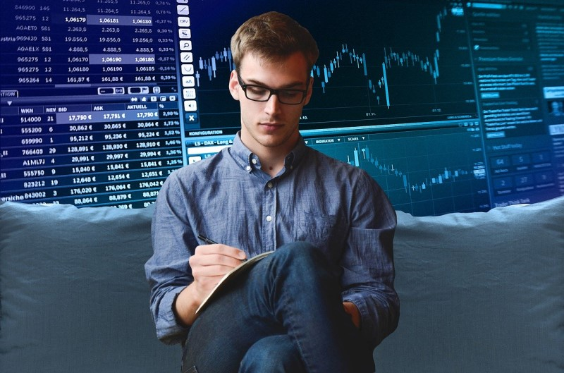 How to make money trading stocks at home