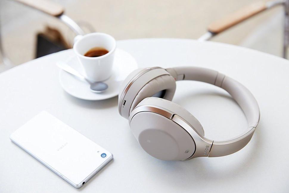 138771-headphones-news-buyer-s-guide-the-best-bluetooth-headphones-2018-top-on-over-ear-wireless-headphones-image1-gvmju21rqx